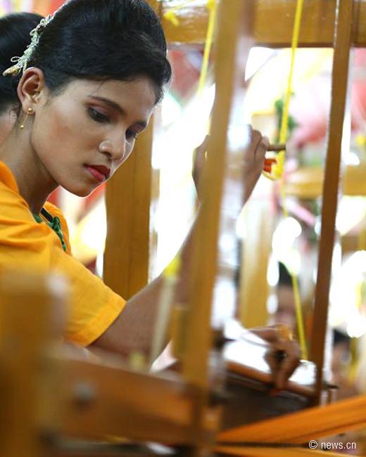 Robe Weaving Contest